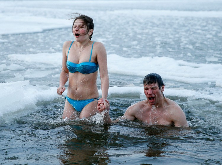 Naked in icy waters: why do so many peoples practice this tradition?